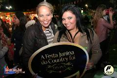 Balada: Fotos de Sábado na Festa Junina no Brasília Country Club - DF